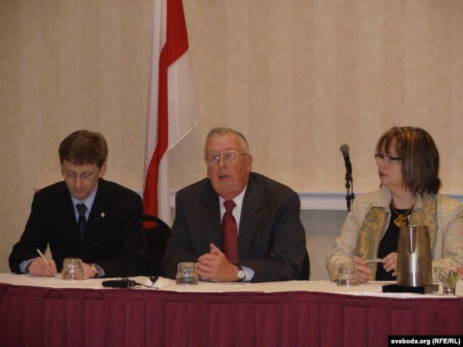 Паўліна Сурвіла разам з першым амбасадарам ЗША ў Беларусі Дэвідам Сўорцам. Канзас, ЗША, 2008 год